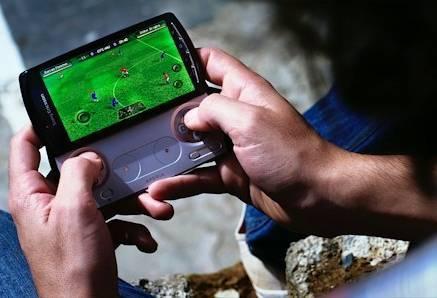На Xperia Play не будет дефицита игр